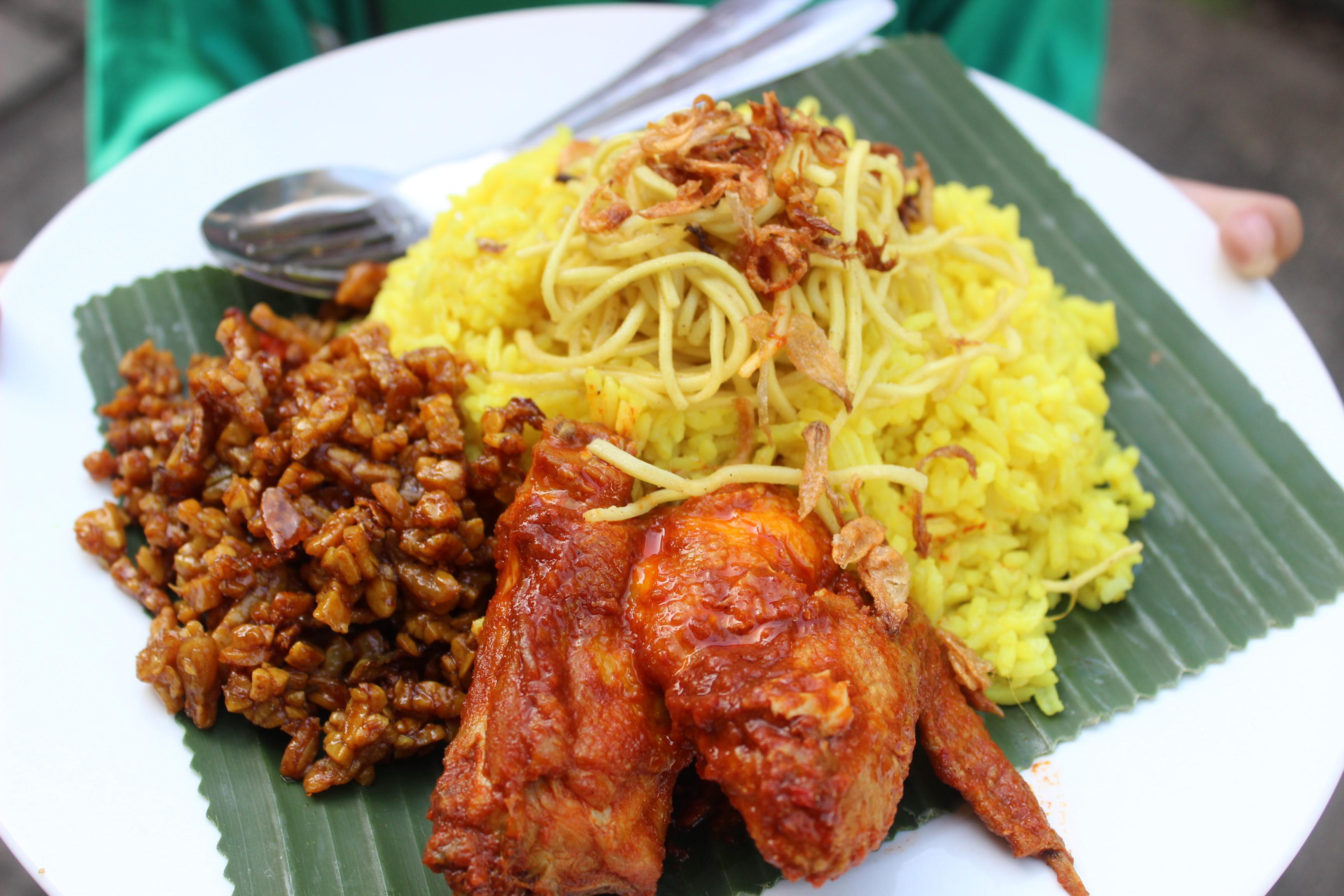 Cara Membuat Nasi Kuning Khas Tradisi Jawa Komplit dengan Hiasannya